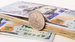 Valuta degli Stati Uniti con un quarto di moneta Fotografia Stock