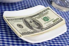 Valuta degli Stati Uniti su una zolla Fotografia Stock