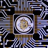 Valuta digitale del bitcoin dorato, soldi digitali futuristici, concetto mondiale della rete di tecnologia Fotografia Stock