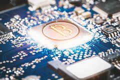 Valuta digitale di Bitcoin nelle reti di computer Fotografie Stock Libere da Diritti