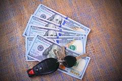 Valuta e chiavi Fotografia Stock Libera da Diritti