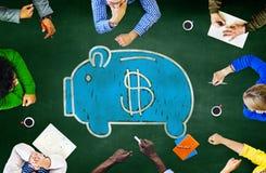 Valuta för spargrisfinanspengar som lär studera begrepp Arkivbilder