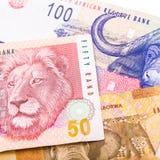 valuta sudafricana 20 50 100 il bordo isolato sulla parte posteriore di bianco Fotografie Stock Libere da Diritti