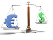 Valuta sulla scala dell'equilibrio Fotografia Stock Libera da Diritti