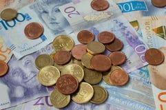 Valuta svedese, corone, monete e fatture immagini stock