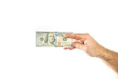 ValutaUS dollar En näve som klämmas fast med pengar Arkivbild