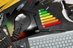 Valutazione di rendimento energetico - Camera con la lampadina Immagini Stock