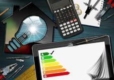 Valutazione di rendimento energetico - Camera con la lampadina Fotografie Stock