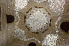 Valv av Hall av de två systrarna på Alhambra Royaltyfria Bilder