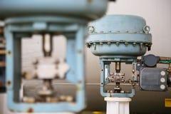 Valve de contrôle de la pression dans le processus de pétrole et de gaz et commandé par le contrôle de logique de programme, le c Image libre de droits