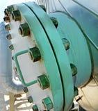 Valves à l'usine de raffinage du pétrole Image stock