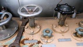 Valves à l'usine à gaz Valves sur des tuyaux Usine de gaz liquide clips vidéos