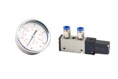 Valves pneumatiques et indicateur de pression Photo stock