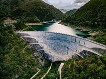 Valvestinodam in Italië Hydro-elektrische elektrische centrale stock foto