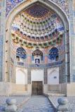 Valvet av Abdulaziz-Khanen Madrasah lokaliseras i den historiska delen av Bukhara arkivfoto