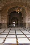 Valvgång i den Badshahi moskén, Lahore, Pakistan Arkivfoto