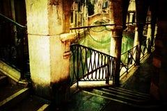 Valvgång i Venedig med grungetextur Arkivbilder