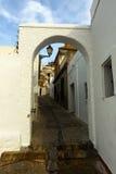 Valvgång på gatan av Arcos de la Frontera Arkivfoton