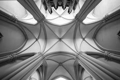 Valvgångtak Kyrkligt valv Arkivfoto