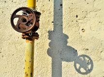 Valvola arrugginita di controllo di gas Immagini Stock Libere da Diritti