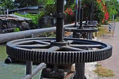 Valvola del canale e della cateratta di irrigazione Fotografia Stock