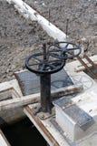 Valvola del canale e della cateratta di irrigazione Immagini Stock Libere da Diritti