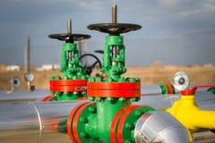 Valvola dell'olio nell'industria petrolifera immagini stock libere da diritti