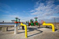 Valvola dell'olio nell'industria petrolifera fotografia stock libera da diritti