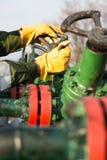Valvola di tornitura del lavoratore dell'olio Immagini Stock