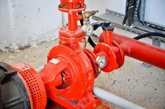 Valvole in una fabbrica in cui il sistema di pressione è controllato fotografia stock