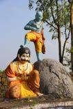 Vaman femte avatar av den hinduiska guden Vishnu som rymmer hans ben på Bali, Nilkantheshwar tempel, Panshet royaltyfri foto