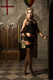Vamp très joli de femme avec la lanterne Photo stock