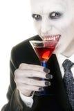 Vampier die van zijn drank geniet Royalty-vrije Stock Fotografie