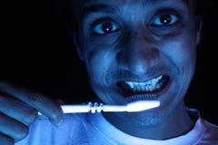 Vampir-Pinsel seine Zähne Stockfoto