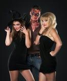 Vampire et sorcière de zombi dans le studio Images libres de droits