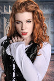 Vampiress met de Uitstekende Bouw Royalty-vrije Stock Afbeelding