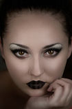 Vampiro bonito da menina Demônio, bruxa Mulher misteriosa Capa do livro da fantasia Foto de Stock