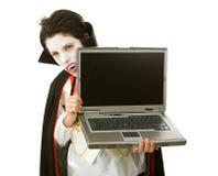 Vampiro de Halloween com portátil Fotos de Stock Royalty Free