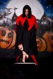 Vampiro de los pares de Víspera de Todos los Santos imagenes de archivo