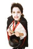Vampiro de Víspera de Todos los Santos con el caramelo Foto de archivo libre de regalías