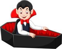 Vampiro feliz dos desenhos animados em seu caixão Imagem de Stock