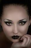Vampiro hermoso de la muchacha Demonio, bruja Mujer misteriosa Cubierta de libro de la fantasía Foto de archivo