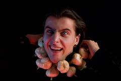 Vampiro soffocante dal soffocamento dall'aglio Fotografie Stock Libere da Diritti