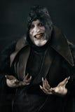 Vampiro sonriente loco feliz con los clavos asustadizos grandes Monst de los Undead fotografía de archivo