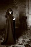 Vampirsfrau in Schwarzweiss Stockfotografie
