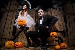 Vampyrer med halloween pumpa Fotografering för Bildbyråer