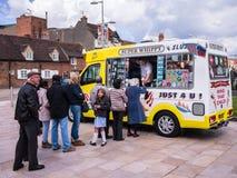 Мороженое Van Очередь Стоковые Фотографии RF