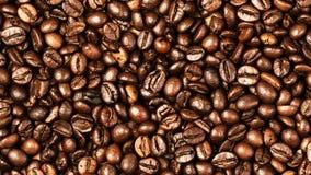 Van achtergrond koffiebonen macro De donkere geroosterde textuur van koffiebonen Royalty-vrije Stock Afbeeldingen