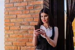 Van bedrijfs Nice dame in de koffie Portret Royalty-vrije Stock Foto's