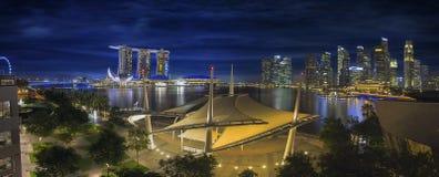 Van bedrijfs Singapore Centrale Districtshorizon bij Schemer Stock Afbeelding